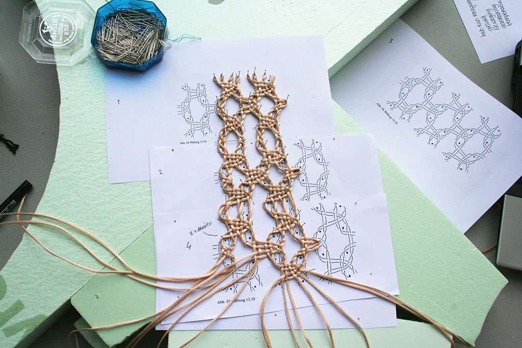 Unlace weaving