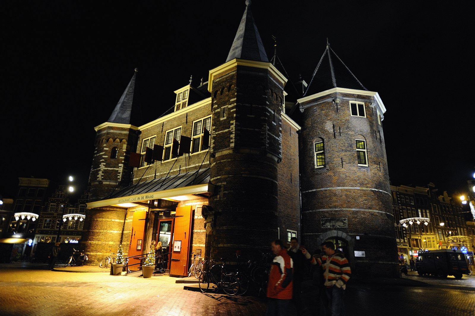 Waag by night