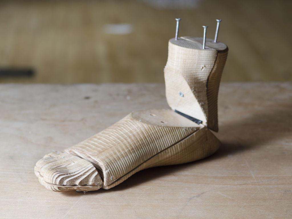 Low cost prosthesis prototype foot